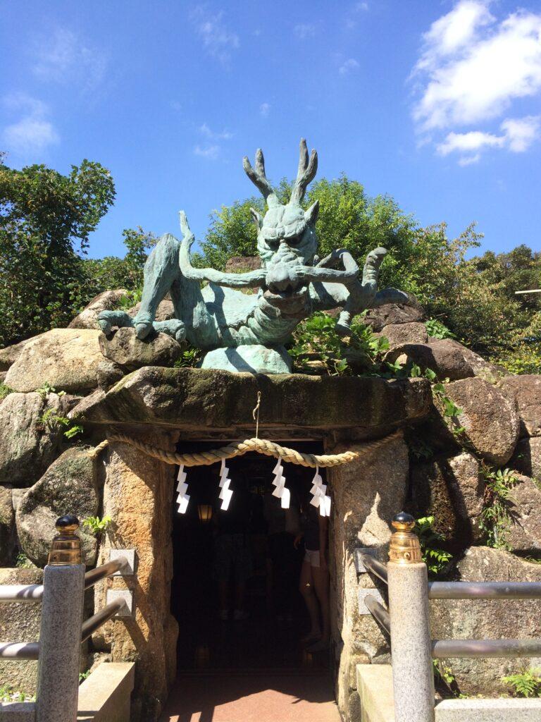 江島神社の龍宮